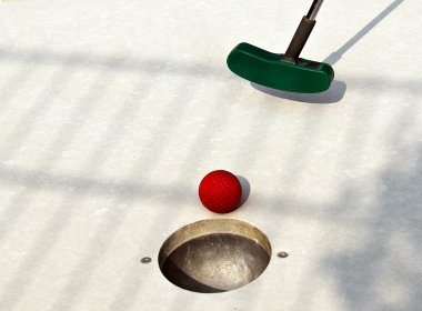 miniature-golf-2254576_1920.jpg